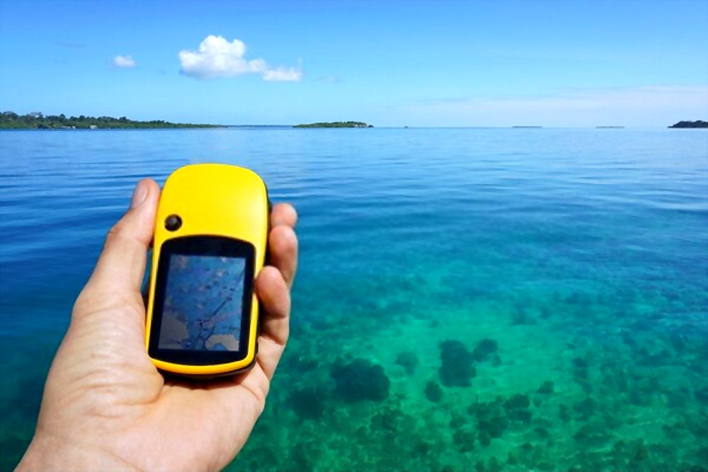 how to choose the best handheld gps for fishing